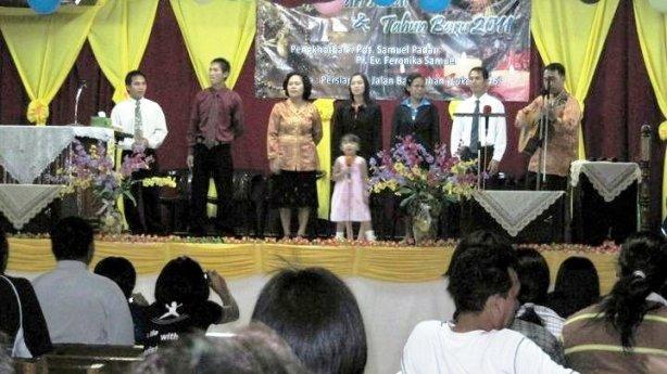 Dalam Gedung Gereja