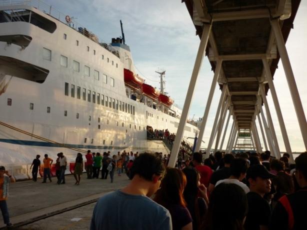 Baris kadang, Kudeng umak alud bang cerita titanic dih peh lem.