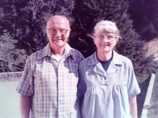 Alan Beltcher (Pendeta Meripa) dan Madge Hill (Pendeta Ganit)